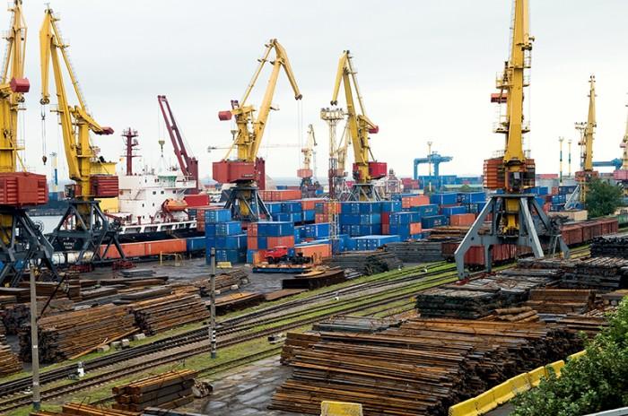 Перевалка грузов в морских портах Украины выросла на 12%