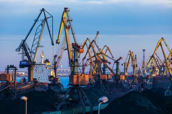 Морской торговый порт Южный перевалил почти 14 млн тонн грузов с начала года