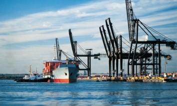 Правительство планирует выделить более 20 млрд гривен на развитие морских портов Украины Такие средства на развитие портов заложены в Национальной транспортной стратегии Украины до 2030 года.